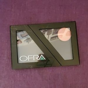 NWOT OFRA MAGNETIC EYESHADOW PALETTE WITH 1 SHADOW